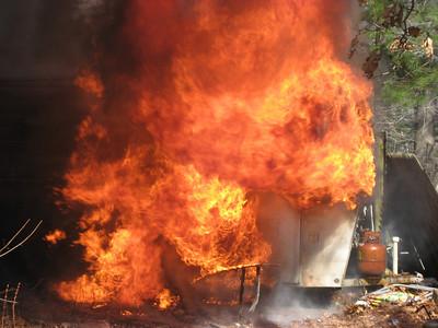 Hunter Avenue, Norfolk - Camper/Brush Fire: April 22, 2007