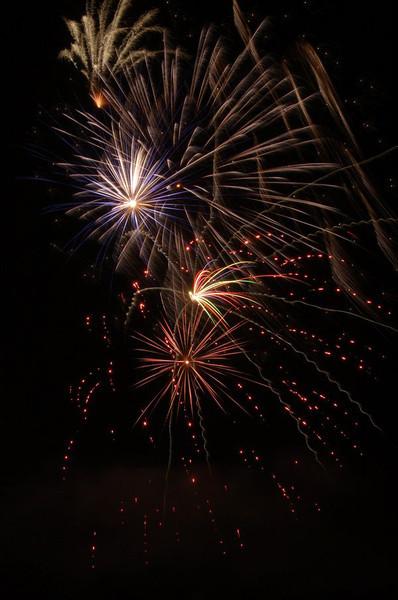 fireworks_1_by_victorg6546.jpg