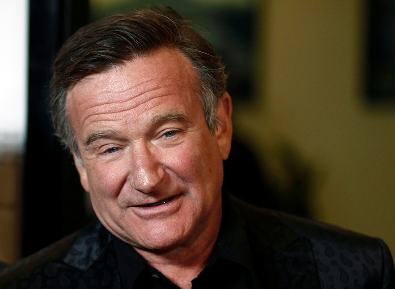 ". Cast member Robin Williams arrives at the premiere of ""World\'s Greatest Dad\"" in Los Angeles on Thursday, Aug. 13, 2009. (AP Photo/Matt Sayles)"