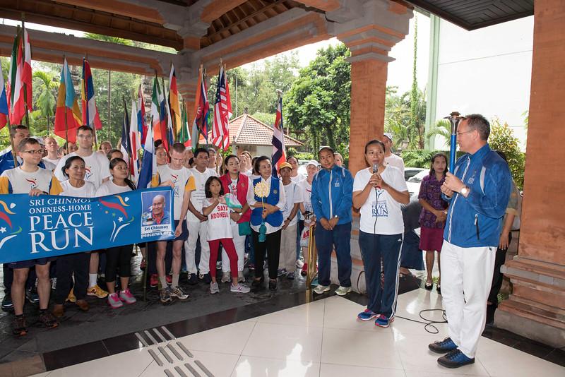 20170202_Peace Run Denpasar w_Mayor_012.jpg