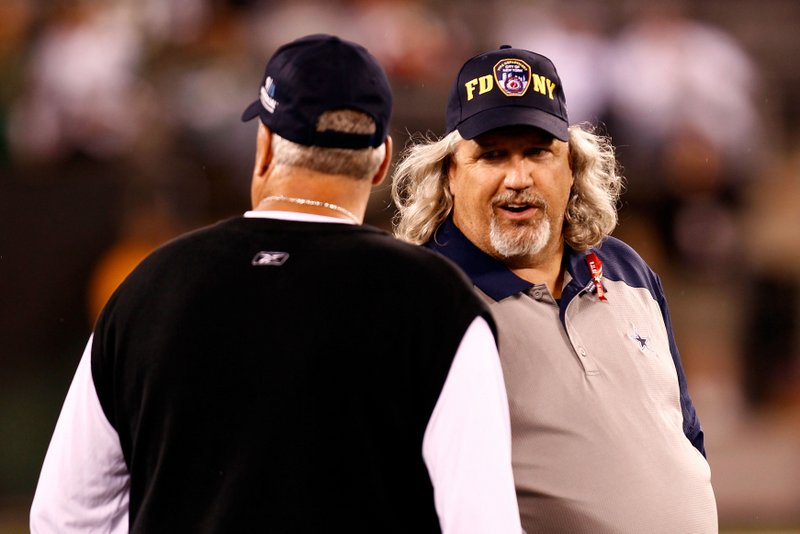 . <p><b> Saints at Jets (+6):</b> <p>It�ll be another family affair as Jets coach Rex Ryan faces off against his twin brother, Saints defensive coordinator Rob Ryan. They�re easy to tell apart. One has the wife who does those foot fetish videos, and the other one watches those videos. <p>Pick: <b>Saints by 14</b> <p>    (Jeff Zelevansky/Getty Images)