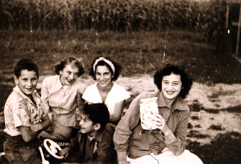 Aunt Dottie, Julia, Donna & Edwin.JPG