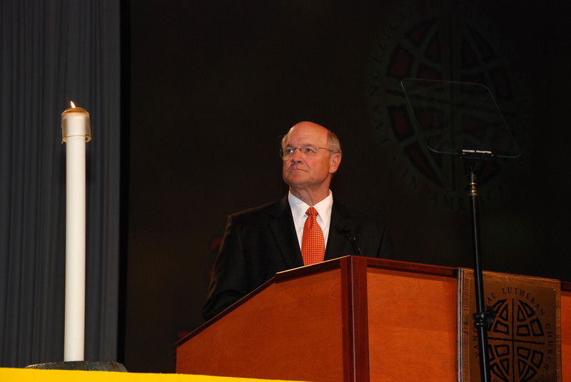 Dr. Jack Ohle, from Wartburg College addressing the Plenary session.