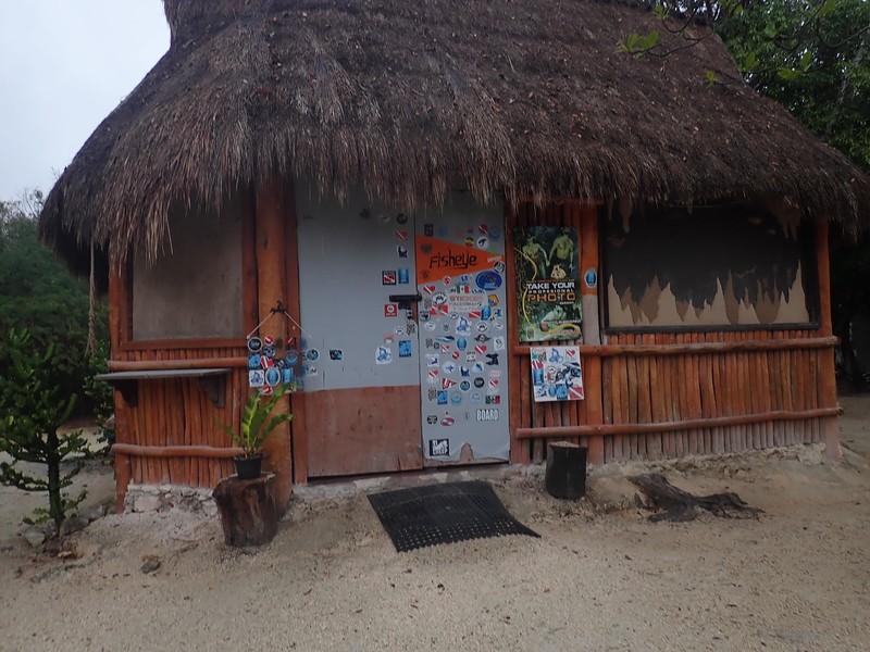 P3090019 Dos Ojos cenote hut .jpg
