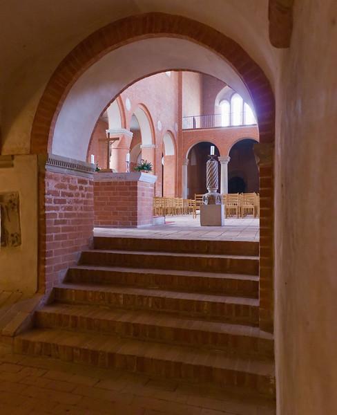 Jerichow, Stiftskirche: Blick von Krypta in Langhaus