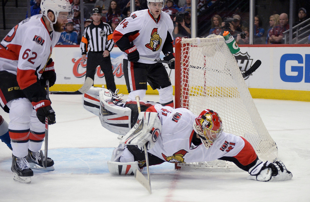 . Ottawa Senators goalie Craig Anderson (41) dives on a loose puck during the third period against the Colorado Avalanche January 8, 2014 at Pepsi Center. (Photo by John Leyba/The Denver Post)