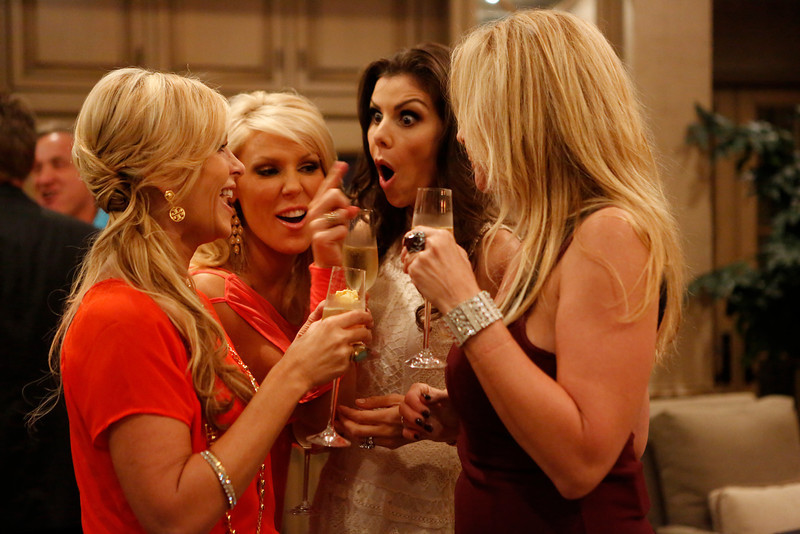 """. REAL HOUSEWIVES OF ORANGE COUNTY -- All Housewives Clam Bake at Heather\'s\"""" -- Pictured: (l-r) Tamra Barney, Gretchen Rossi, Heather Dubrow, Vicki Gunvalson -- (Photo by Vivian Zink/Bravo)"""