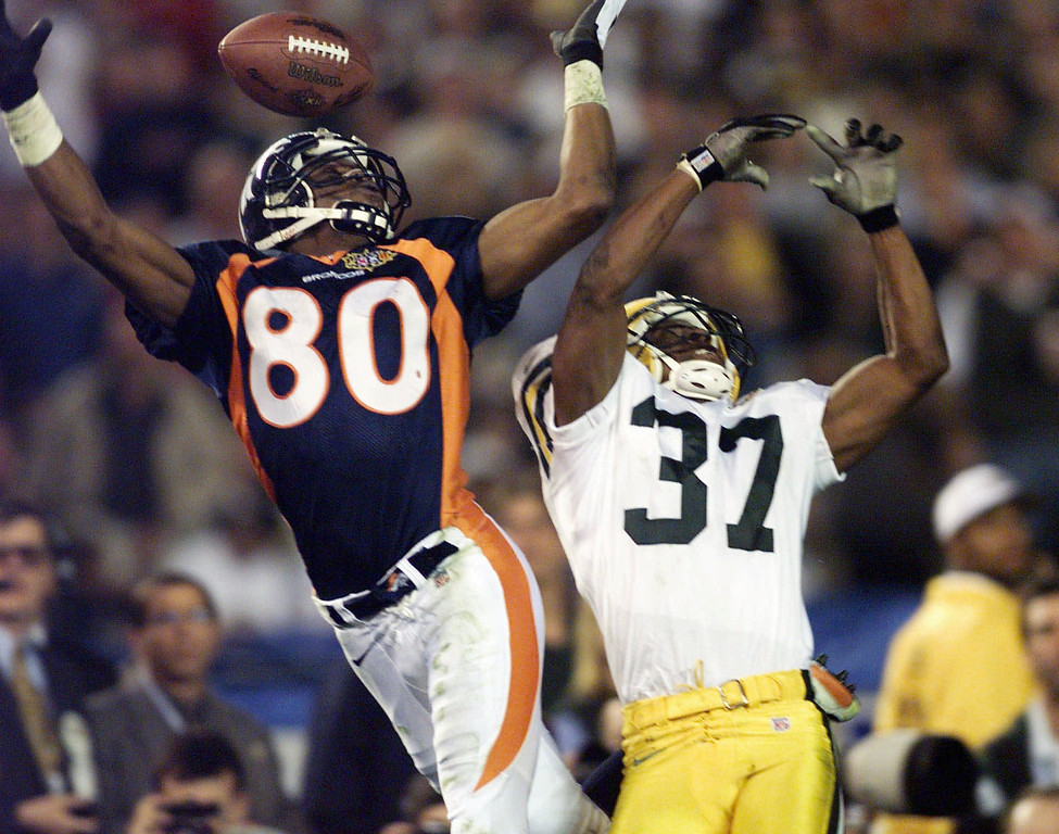 . Green Bay Packers\' Tyrone Williams (37) breaks up a pass intended for Denver Broncos\' Rod Smith during the fourth quarter of Super Bowl XXXII at Qualcomm Stadium in San Diego Sunday, Jan. 25, 1998. The Broncos defeated the Packers 31-24. (AP Photo/Hans Deryk)