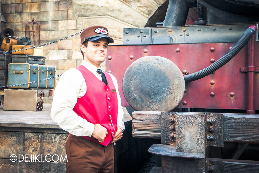Universal Studios Japan - The Wizarding World of Harry Potter - Hogsmeade Hogwarts Express Train Conductor
