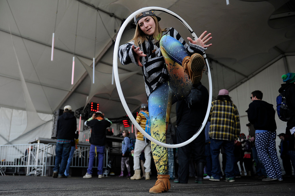 . Molly Farnsworth, 20, of Denver, hula hoops as Vibe Street performs during the final day of the Snowball Music Festival at Sports Authority Field at Mile High Stadium on April 6, 2014 in Denver, Colorado. The Snowball Music Festival is celebrating its first year in Denver after spending the previous three years as a mountain based festival. (Photo by Seth McConnell/The Denver Post)