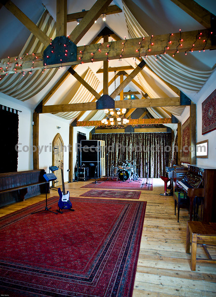 Leeders Farm Recording Studios - Fantastic residential music studio in the UK.  Big recording space