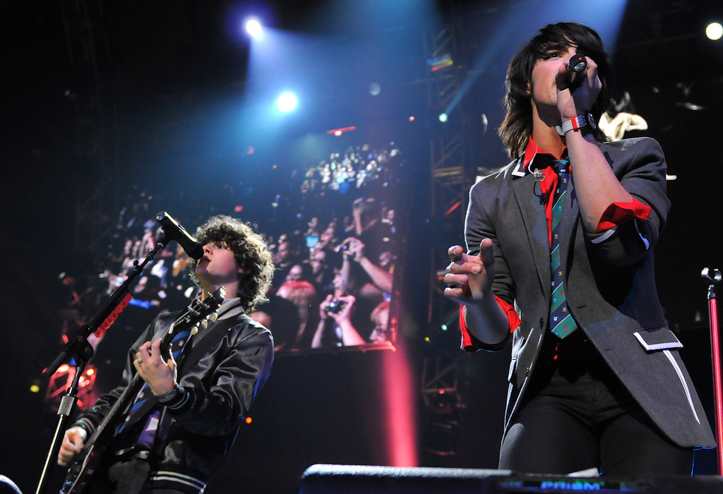 . Musicians Nick Jonas, left, and Joe Jonas of the music group The Jonas Brothers perform at the Z100 Jingle Ball Christmas concert at Madison Garden Friday, Dec. 14, 2007, in New York.  (AP Photo/Peter Kramer)
