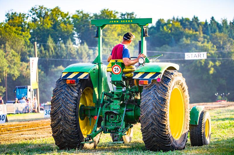 Tractor Pulling 2015-01642.jpg