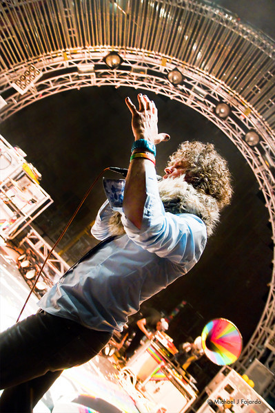 Wayne Coyne explaining how show will run The Flaming Lips Red Rocks Amphitheater Morrison, CO August 4, 2011