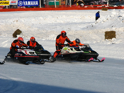 01 11 09 Plymouth snowmobile racing
