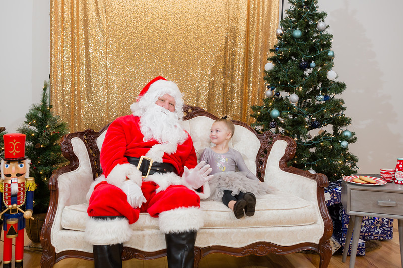 FADS Picture with Santa-297.jpg