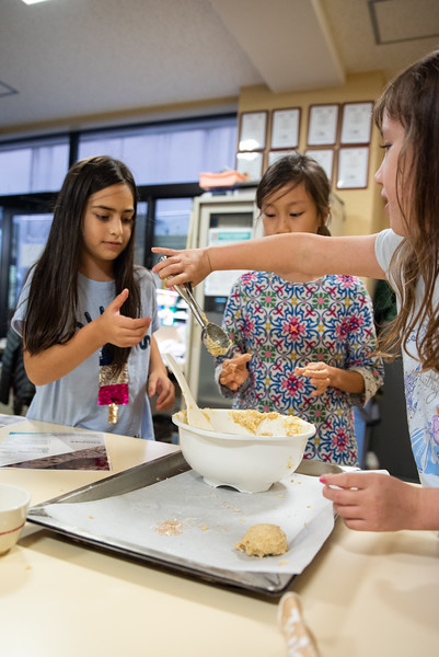 ES After School Activities-Cooking with Dragon Dining-ELP_2296-2018-19.jpg