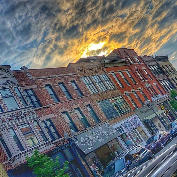 Gorgeous #sunset on Milwaukee Avenue in #chicago tonight #bucktown