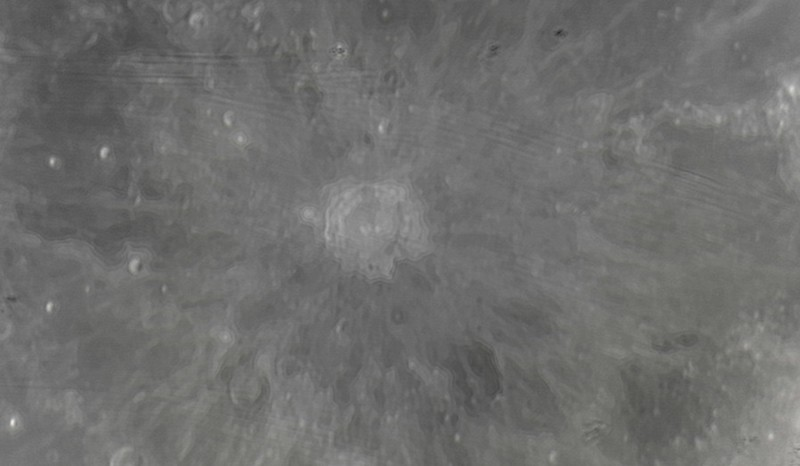 Měsíc 24.4.2013 cca 2:30 - SkyWatcher 130/650, MS Lifecam 5000HD. Kráter Copernicus (průměr cca 95 km).