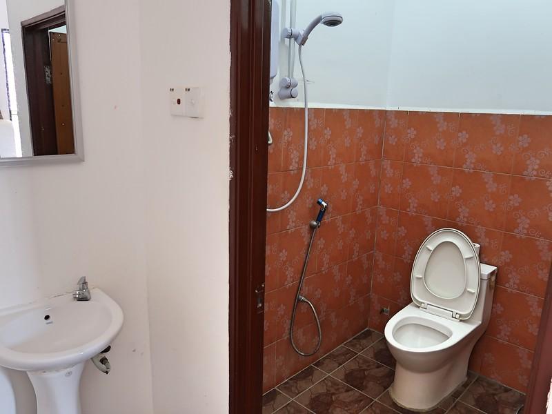 IMG_5176-bathroom.jpg