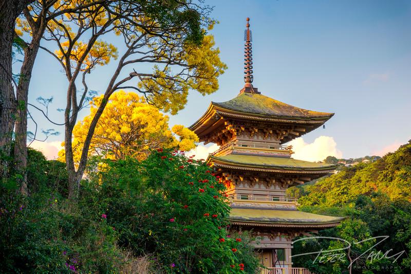 Nuuanu Pagoda.jpg