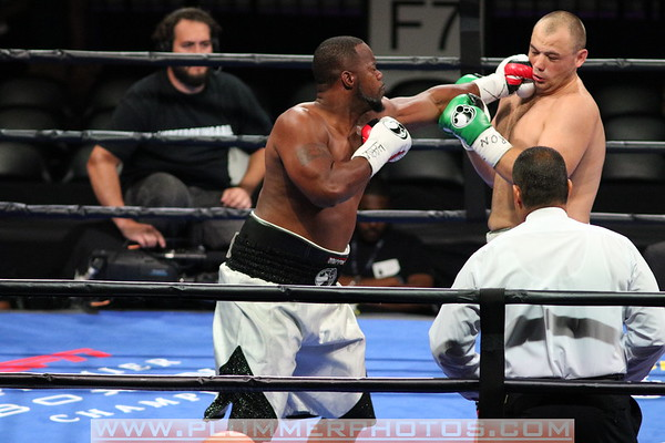 Adam Kownacki  Defeats Maurenzo Smith by 2nd Round KO