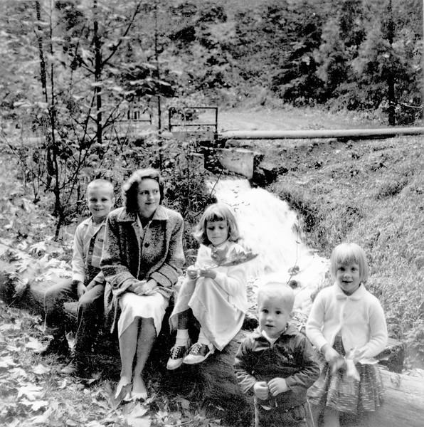 Mom with Alan, Debbie, Dana and Brian