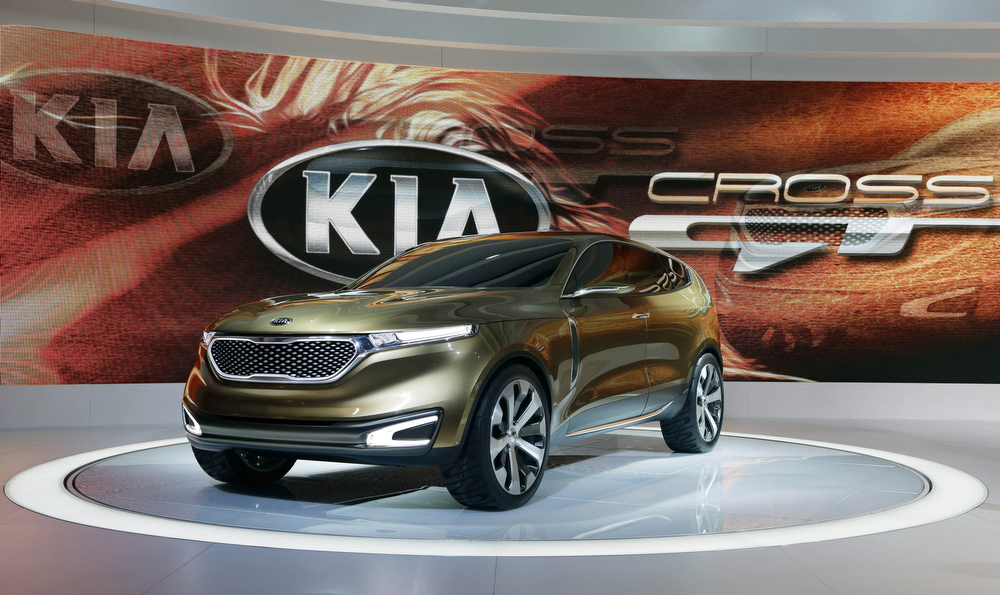 Description of . Kia\'s Cross GT Concept car is revealed during the media preview of the Chicago Auto Show at McCormick Place in Chicago on Thursday, Feb. 7, 2013. (AP photo/Nam Y. Huh)