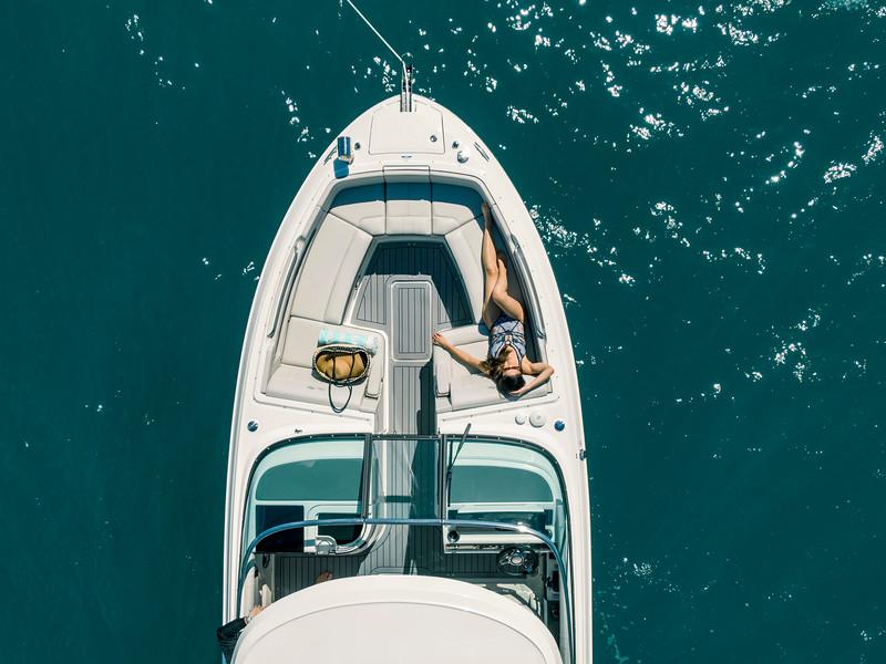 2020-SLX-R-310-outboard-lifestyle-18.jpg