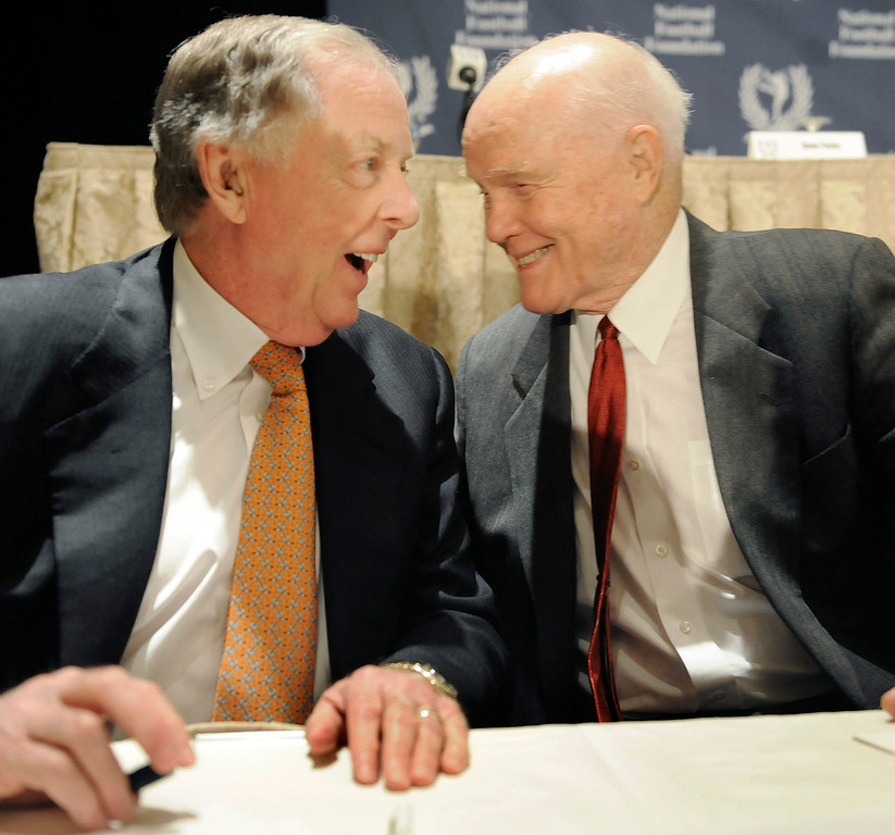 . Former U.S. Sen. John Glenn, right, and T. Boone Pickens get together at the news conference for the National Football Foundation Hall of Fame, in New York Tuesday Dec. 9, 2008. Glenn is the organization\'s 2008 Gold Medal recipient and Pickens is the 2008 Distinguished American Award recipient. (AP Photo/Richard Drew)