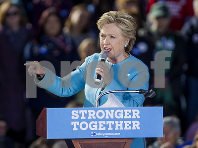 poll-hillary-clinton-lead-shrinks-as-donald-trump-sees-gains-among-political-independents