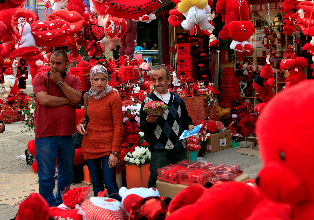 . People shop for Valentine\'s Day gifts in central Baghdad, Iraq, Thursday, Feb. 14, 2013. (AP Photo/Karim Kadim)