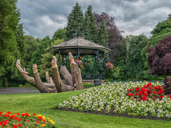 Spa Gardens and Alice-1.jpg