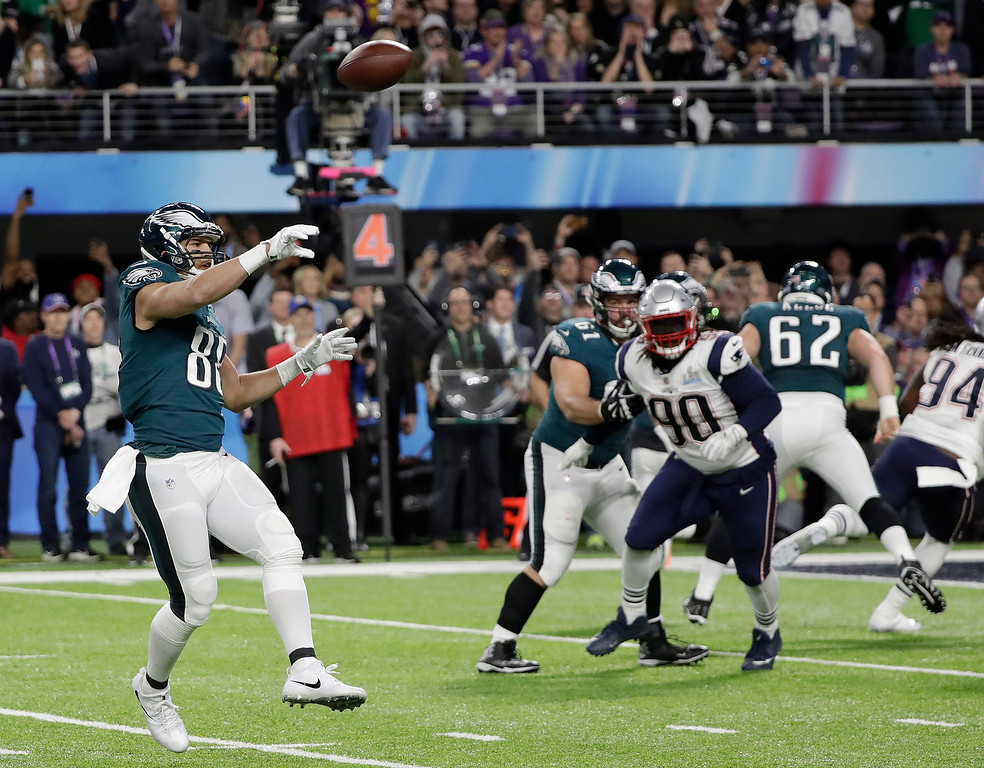 . Philadelphia Eagles\' Trey Burton, left, throws a touchdown pass to Nick Foles during the first half of the NFL Super Bowl 52 football game against the New England Patriots Sunday, Feb. 4, 2018, in Minneapolis. (AP Photo/Mark Humphrey)