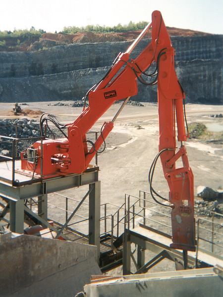 NPK B600 pedestal boom system with E207 hydraulic hammer-breaking bridged rock in quarry (2).jpg