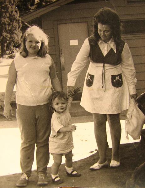 Lynn, Paula, and Mom