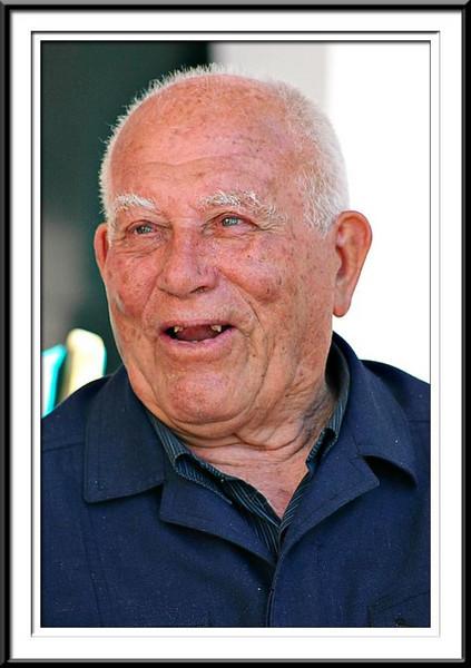 Wonderful old gentleman in  Menorca (60821163).jpg