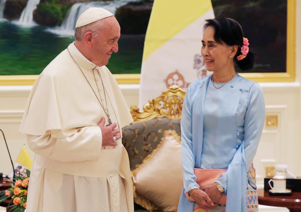 . Pope Francis meets with Myanmar\'s leader Aung San Suu Kyi in Naypyitaw, Myanmar, Tuesday, Nov. 28, 2017. (Max Rossi/Pool Photo via AP)