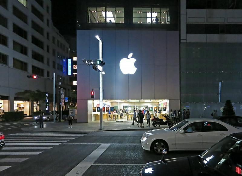 Ginza Apple 2481.jpg