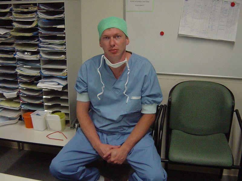 Dit is Bob, Dr. Bob! Hij gaat zo een baby bezorgen, maar NU EVEN NIET! LOL :D