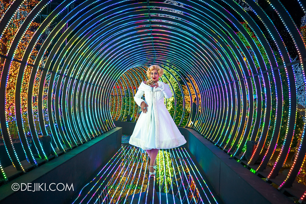 Universal Studios Singapore - Santa's All-Star Christmas 2016 / The Universal Journey - Rainbow Connection Marilyn Monroe