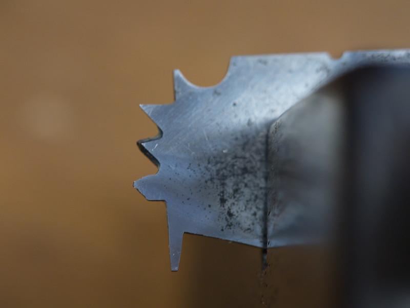 Scratch plate