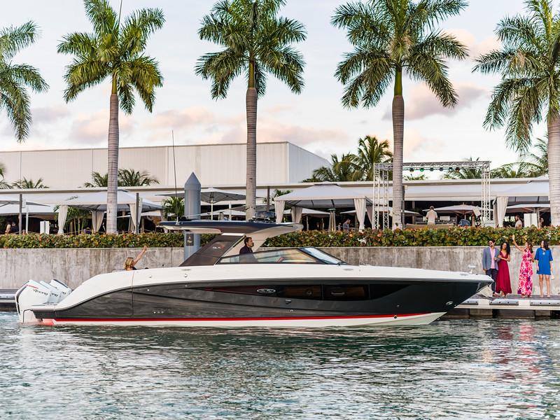 2020-SLX-R-400-e-Outboard-lifestyle-13.jpg