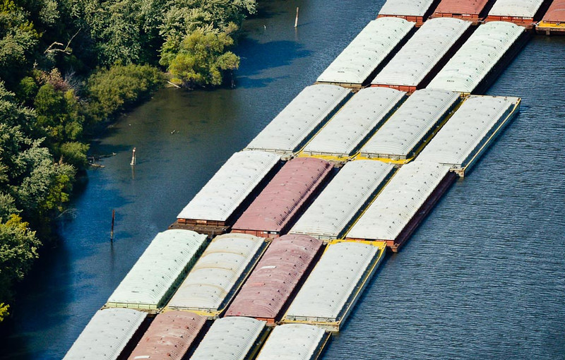 . Barges sit along a section of the Mississippi River, south of St. Paul. (Pioneer Press: Ben Garvin)