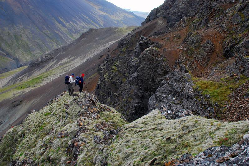 Kiddi og Anna leita að niðurleið