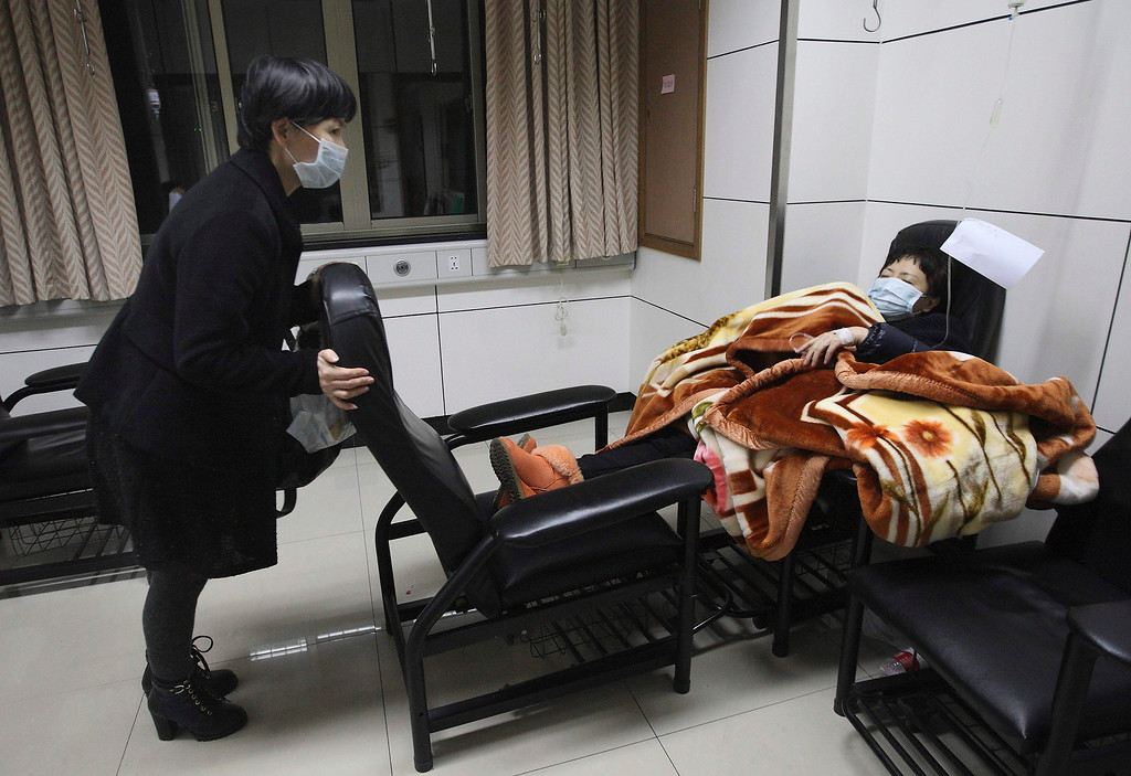 . A patient with fever (R) is accompanied by a family member while receiving treatment at the hospital where a 67-year-old H7N9 patient is being treated, in Hangzhou, Zhejiang province, April 3, 2013. China said it was mobilising resources nationwide to combat a new strain of deadly bird flu that has killed three people, as Japan and Hong Kong stepped up vigilance against the virus and Vietnam banned imports of Chinese poultry. A total of 10 people in China have been confirmed to have contracted H7N9, all in the east of the country. The latest was a 64-year-old man from Huzhou in the eastern province of Zhejiang, who state media said on Thursday was admitted to hospital on March 31. Picture taken April 3, 2013. REUTERS/Chance Chan