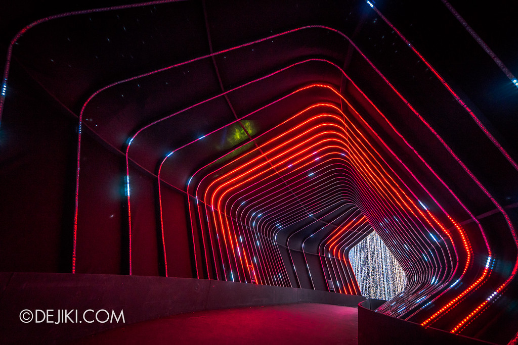 Universal Studios Singapore - Santa's All-Star Christmas 2016 / The Universal Journey - Space Corridor Red