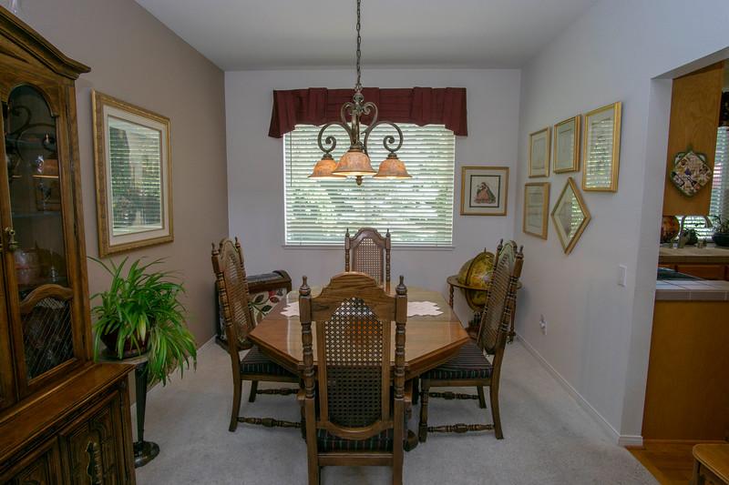 diningroom a.jpg