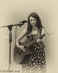 Gaby Castro_Singer_Songwriter