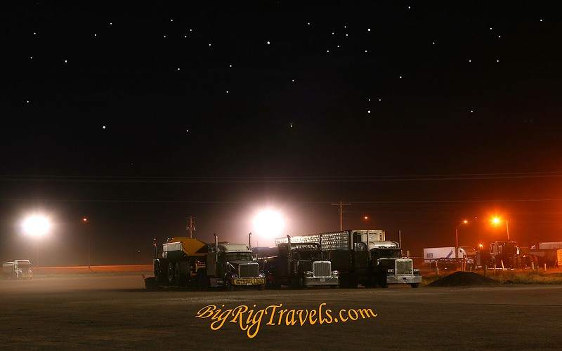 Truckstop at night Wallpaper1440x900.jpg